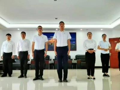 丘北县政府办组织职工开展诗歌朗诵党史教育活动
