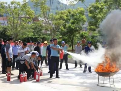 丘北县300余名保安员学消防 解锁技能保安全