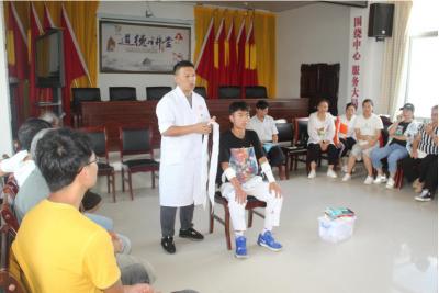 省医疗团队到平寨乡开展送医下乡活动