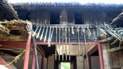 丘北平寨:一古建筑遭雷击严重受损