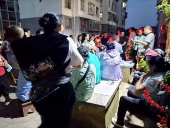 丘北县工信商务局组织开展核心价值观宣讲进社区志愿服务活动