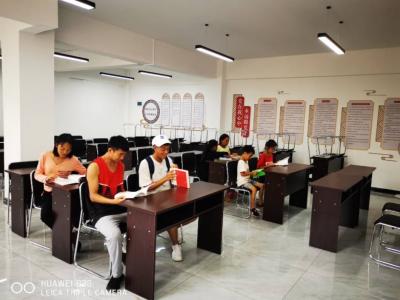 """丘北县总工会为安康家园配置""""充电器"""""""