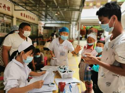 """丘北:医护人员疫苗接种工作的""""一天"""""""