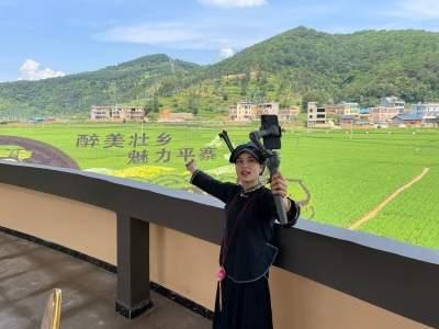 云南丘北:农村电商走进平寨,网红田间地头直播丰收