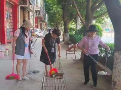 """丘北县融媒体中心开展""""我为群众服务""""志愿服务活动助力""""七城创建"""""""