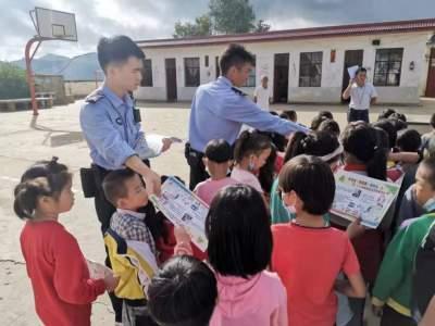 丘北:法制宣传进校园 普法教育助成长