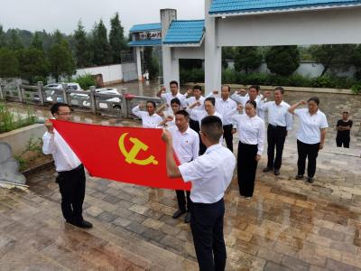 """丘北县曰者镇""""三结合""""强化新时代爱国主义教育"""