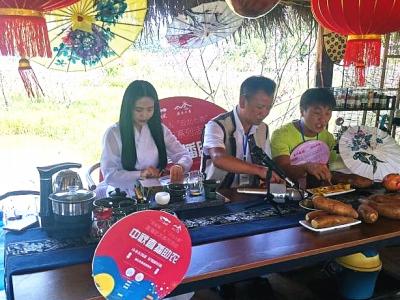 丘北县积极开展直播助农迎中秋活动