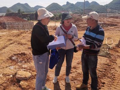 丘北县产业园区管理委员会开展《保障农民工工资支付条例》宣传活动