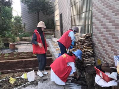 """丘北县医保局开展""""除害灭病,还群众一个卫生、健康的生活环境""""实践活动"""