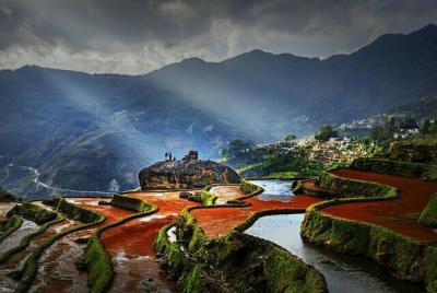 一个隐藏在红河县大山深处的哈尼族古村落,叫欧妹村,这里有独特的自然风光,瀑布,梯田,多姿多彩的民族风情