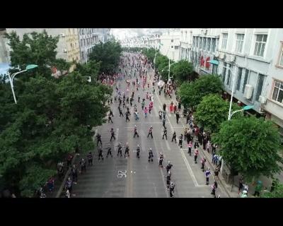 乐作舞展演在莲花大道举行  万人齐舞书写民族大团结