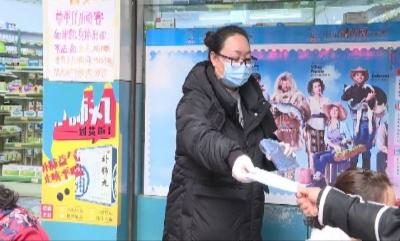 红河县向群众免费发放口罩