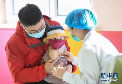 @家长,满8个月的宝宝可以免费接种麻腮风疫苗啦!