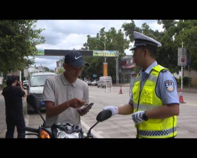 """红河县公安局交警大队开展  """"一盔一带""""安全守护专项行动"""
