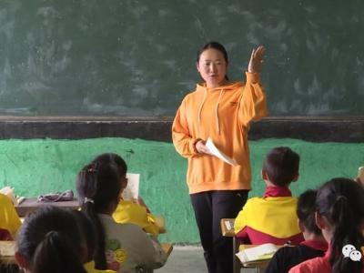 """红河县90后女教师:深山支教点亮""""留守儿童""""希望之灯"""