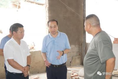 张智俊到迤萨镇专题调研农村人居环境整治工作