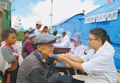 守护乡亲健康!《人民日报》今天整版聚焦云南为农村订单定向免费培养医学生
