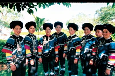 哈尼族服饰——流不尽的万般神韵
