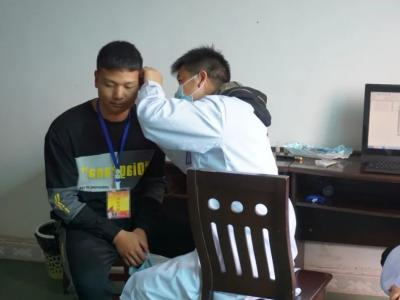 红河县163名热血青年参加2021年春季征兵体检