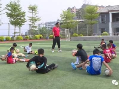 从水泥地板到标准足球场的华丽转身!红河县校园足球从青少年抓起
