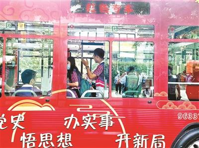 """北京:""""红色专车""""开通 全程讲党史"""