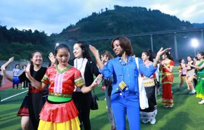 """大爱无国界!女性驻华使节代表团""""打卡""""红河 携手共进步"""