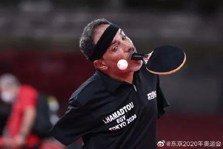 看哭了!他用嘴打乒乓球……