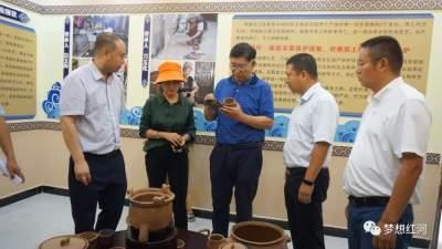 州政协调研组到红河县调研非物质文化遗产传承人队伍建设情况