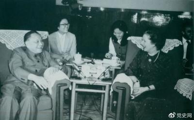 党史百年天天读·9月24日丨2001年的今天,中共十五届六中全会召开