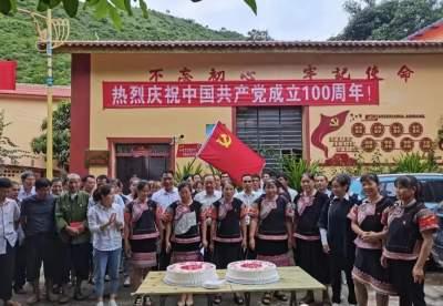 红河县:民族团结一家亲 齐画最大同心圆