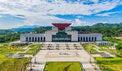 """""""重塑""""口岸国门形象  建设新时代开放安宁美丽国际陆港自贸城"""