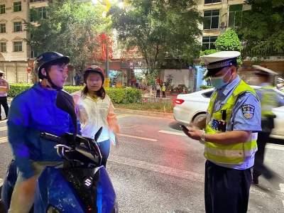 道路交通安全|河口交警邀请媒体记者随警作战开展夜查统一行动