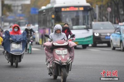 强冷空气继续影响南方地区 广西大部等地降温可达10℃