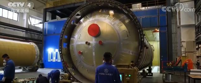 """运载火箭生产任务增长 火箭厂房春节一片繁忙为""""新目标""""努力"""