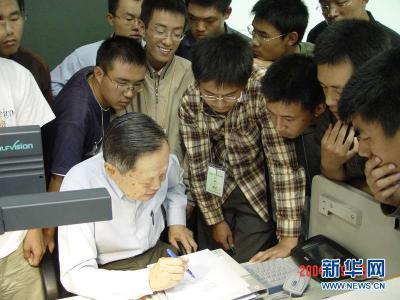 """新华全媒+丨清华110岁了,听听""""先生""""们怎么说……"""