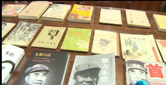 【庆祝中国共产党成立100周年】  通海作家杨杨向秀山朱德纪念馆捐赠书籍