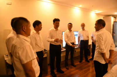 县领导看望出席县十六届人大六次会议人大代表