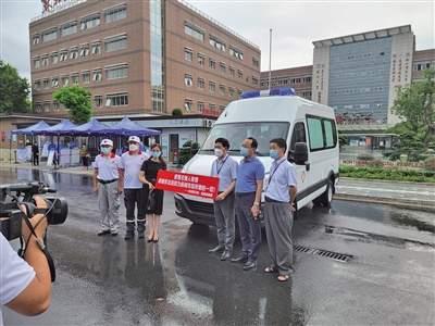 扬州女孩给医院捐赠一辆救护车,几乎用光全部存款