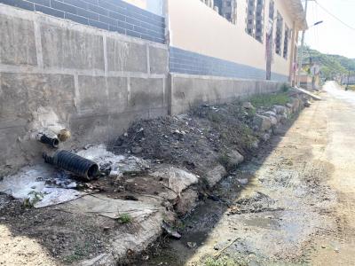 """抽查10余户均未接入户排污管 部分地区农村污水管网沦为""""摆设"""""""