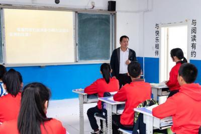 """做学生心里的""""北极星""""——记""""最美教师""""马建国"""