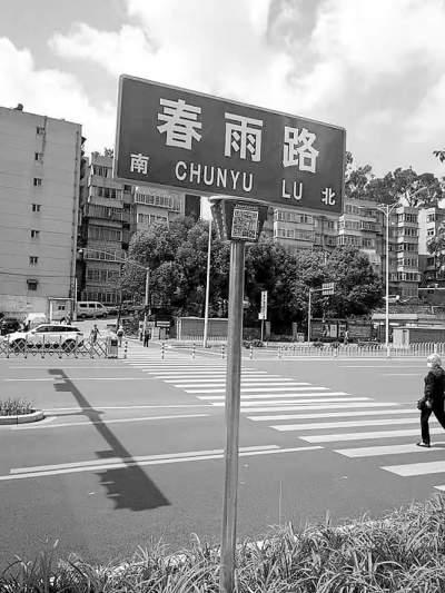 """昆明197条街路巷可扫码了解""""档案"""" 有中英文两个版本"""