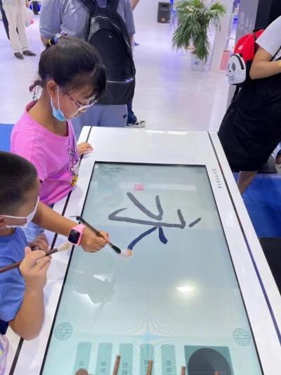 新华全媒+ 数字科技赋能未来 为中国经济注入新活力
