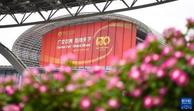 """重整行装再出发——""""中国第一展""""率先恢复线下展让世界分享中国机遇"""