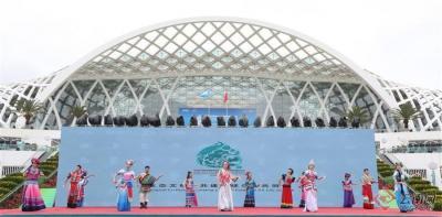 展现多姿多彩的民族文化 载歌载舞迎接八方嘉宾