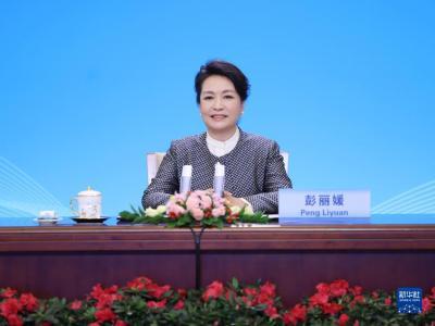 彭丽媛出席2021年联合国教科文组织女童和妇女教育奖颁奖仪式
