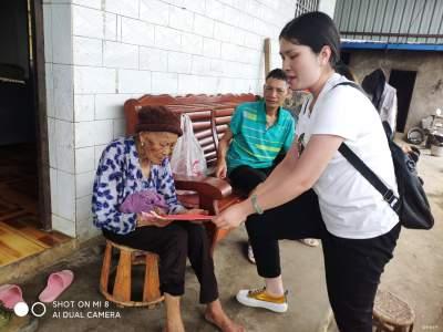 金平县勐桥乡:慰问百岁老人