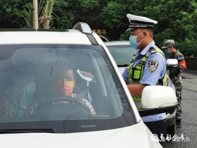 【国庆节特别节目】国庆我在岗 l 金平交警以一身汗水守护一方平安