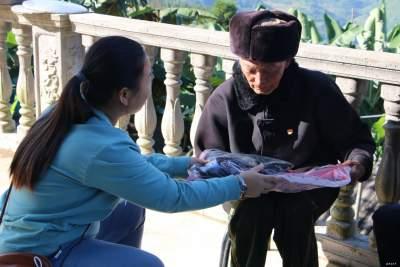 【网络中国节.重阳】金平:人生都有夕阳红,尊老敬老树新风