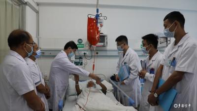 上海市同仁医院资深专家王晓平教授赴金平县人民医院开展学术指导